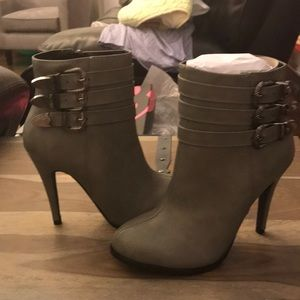 Darling Gray boots NWT Size 6